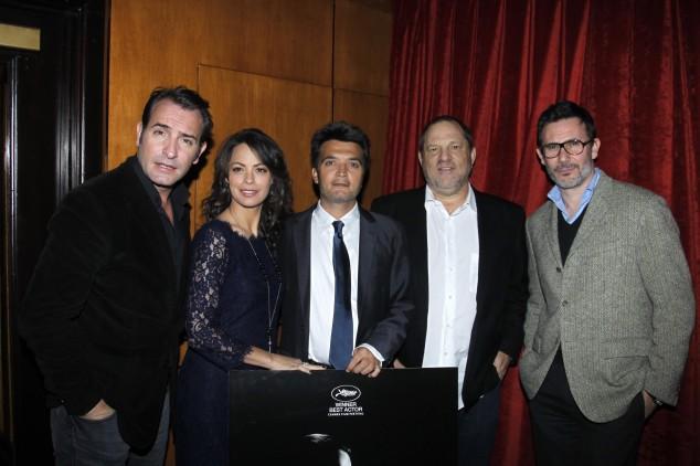 Harvey Weinstein (tweede van rechts) en de makers van The Artist in Cannes